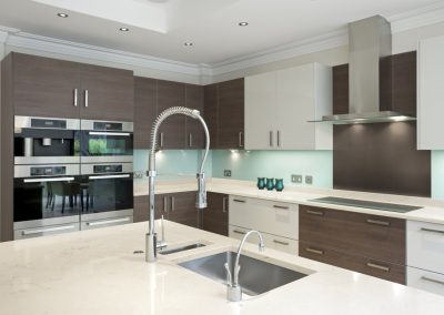 cashmere-carrara_corian-deep-caviar_kitchen 2