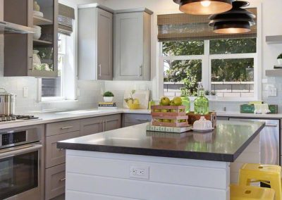 shadow-gray-quartz-artic-white-quartz-kitchen